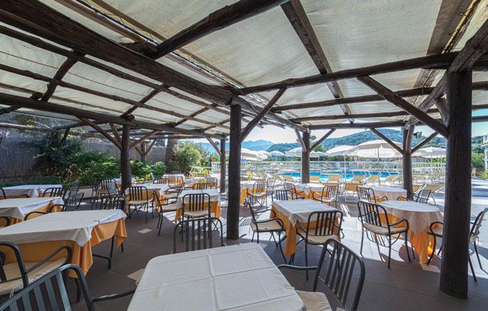 Restaurant In Swimming Pool